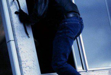 У Тернополі злодій розбив вікно в крамниці та викрав залишену в касі готівку