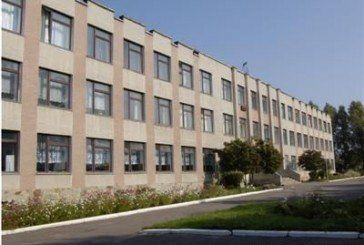 Директор школи-гімназії на Тернопільщині ходить на роботу п'яним, не проводить уроків і привласнює батьківські гроші