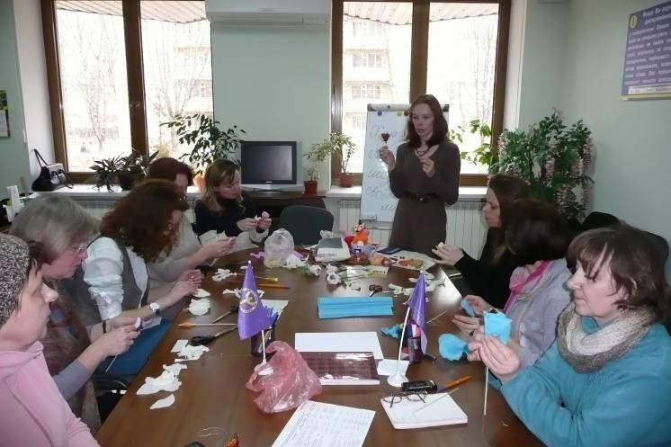 На засіданні жіночого клубу «Гармонія», у гендерному центрі Тернопільського міськрайонного центру зайнятості, говорили про «хенд-мейд» (ФОТО)