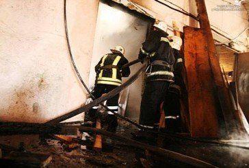 У Тернополі горів столярний цех – пожежу гасили 45 рятувальників (ФОТО, ВІДЕО)
