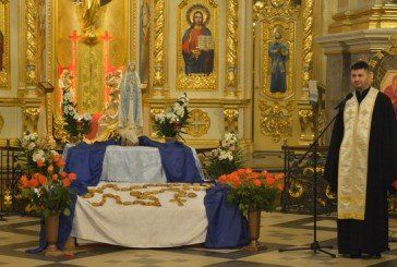 В Архикатедрі Тернополя молодь молилася вервицю солідарності (ФОТО)