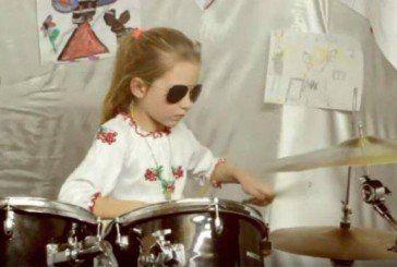 7-річна українка лідирує у міжнародному конкурсі юних барабанщиць (ВІДЕО)