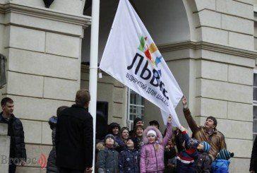 Що за прапор підняли над мерією Львова? (ФОТО)