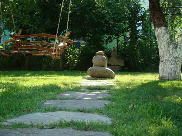 Стежкою в саду…