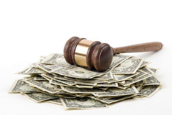 Судді-пенсіонери розкошують