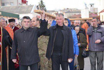 Під час хресної ходи жителі Збаража молилися за воїнів АТО, Героїв Небесної сотні та волонтерів (ФОТО)