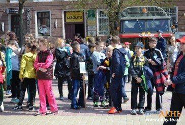 Тернопільські школярі започаткували всеукраїнську патріотичну естафету (ФОТОРЕПОРТАЖ)