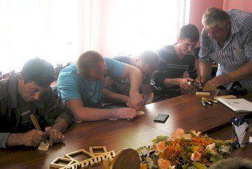 Колишніх військових з Лановеччини навчали різьбярству (ФОТО)