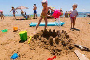 Можна розпаковувати валізи: на 6 одеських пляжах заборонили купатися