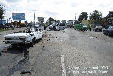 У Тернополі в ДТП старенький ВАЗ розірвало на шматки. Водій загинув на місці (ФОТО)