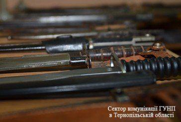 Під час місячника добровільної здачі зброї, тернополянин приніс до поліції вражаючий арсенал холодної зброї (ФОТО)