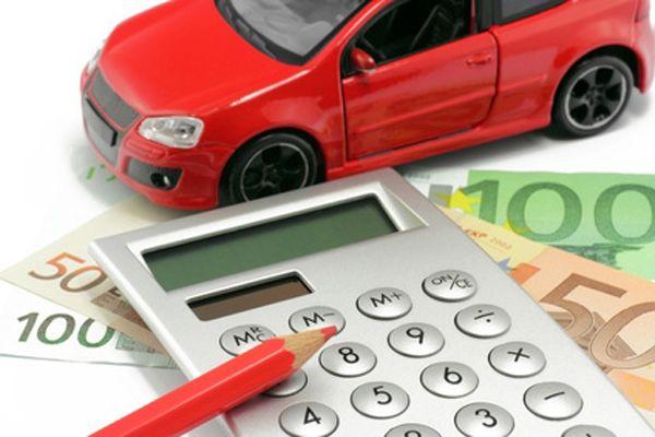 Протягом місяця придбано та продано легкове авто: чи треба звітувати юридичній особі?