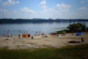 На пляжах у Тернополі досліджували воду та пісок