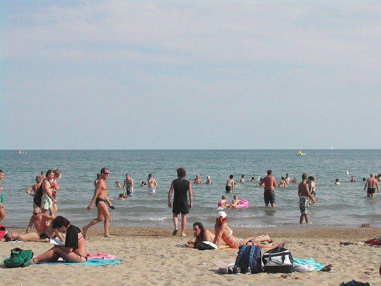 З'явилися пляжі, де випадають «грошові» дощі