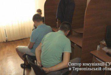 Тернопільські поліцейські затримали в Києві більше десятка шахраїв, які заробляли від 700 тисяч до мільйона гривень за тиждень (ФОТО)