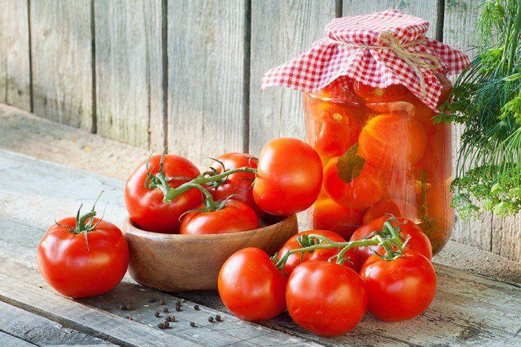 10 найкращих рецептів консервованих помідорів