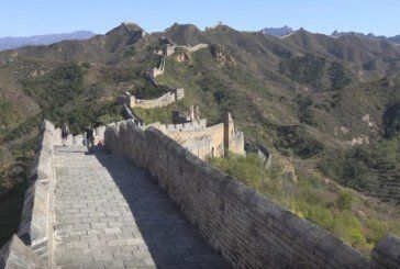 Цеглу Великої китайської стіни крадуть і продають туристам