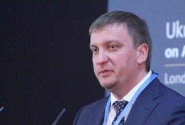 """Міністр юстиції влаштував коханку на """"тепленьке"""" місце (документ)"""