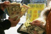 Євро та долар суттєво впали в ціні