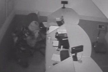 За три хвилини злодій «обчистив» у Теребовлі «Нову пошту» (ВІДЕО)