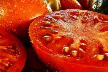 Херсонці готові знищувати помідори, які не продаються по дві гривні за кілограм