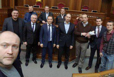 Чи мають право депутати вказувати українцям  як жити, якщо самі порушують закон?