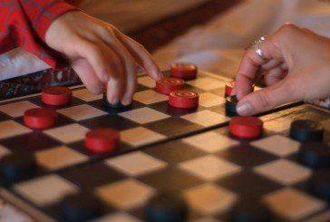 Чи хтось, нарешті, обіграє Ратушняка у шашки на лаві?