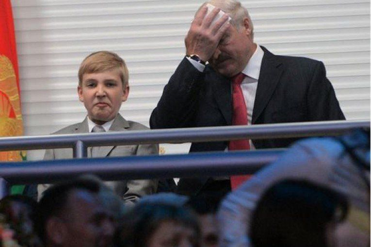 У Білорусі під сина Лукашенка переносять початок навчального дня