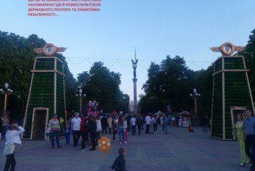 У Тернополі символ пивної залежності встановили поруч із символом української незалежності, а біотуалети – біля пам'ятника великому Кобзарю