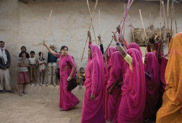 В Індії нареченим дарують кийки для захисту від п'яних чоловіків