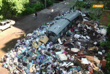 «Лідерство», що не тішить: країна «тоне» в смітті