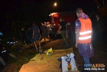 Жахлива аварія на Тернопільщині: одна загибла, п'ятеро у лікарні (ФОТОРЕПОРТАЖ з місця ДТП)