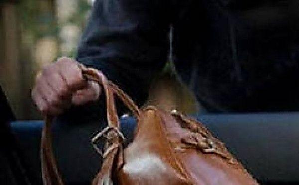 Раніше судимий злодій викрав у тернополянки сумочку з грошима та телефоном