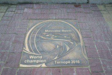 У Тернополі відкрили пам'ятний знак чемпіону Європи з водно-моторного спорту Массімо Россі (ФОТО)