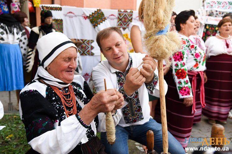 На Тернопільщині відбувся ювілейний фестиваль «В Борщівському краї цвітуть  вишиванки» (ФОТОРЕПОРТАЖ) ed337b11749de