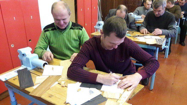 Для вчителів Шумщини провели майстер-клас про маркетрі – маловідому технологію оздоблення деревини (ФОТО)