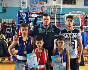 Юні тернопільські боксери привезли з Хмельниччини два «золота», «срібло» і «бронзу» (ФОТО)