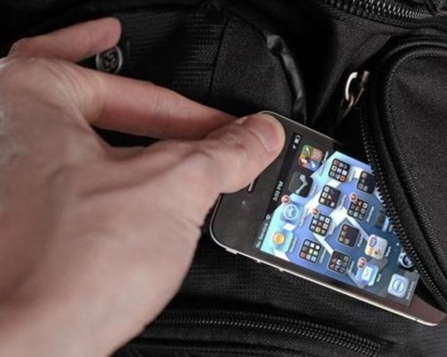Іноземець викрав телефон у тернополянки