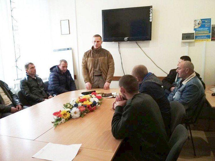 На міні-ярмарку вакансій у Кременці розповіли, які спеціальності потрібні ОЗСП «Азов» (ФОТО)