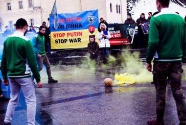 У Львові зіграли у футбол «головою» Путіна