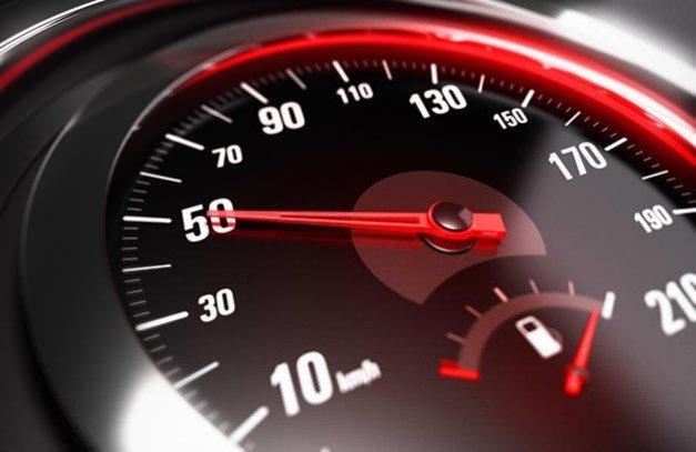 Тернопільським «шумахерам» нагадують: з 1 січня швидкість у населених пунктах – 50 кілометрів на годину