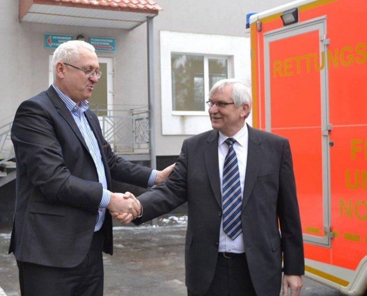Тернопільський онкодиспансер отримав реанімобіль від німецьких благодійників (ФОТО)