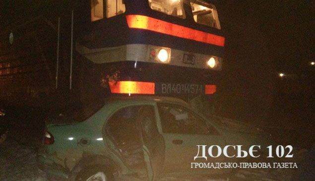 Поблизу Тернополя потяг врізався у авто (ФОТО)