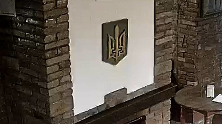 У Тернополі студент-поляк демонстративно спалив герб України (ФОТО)