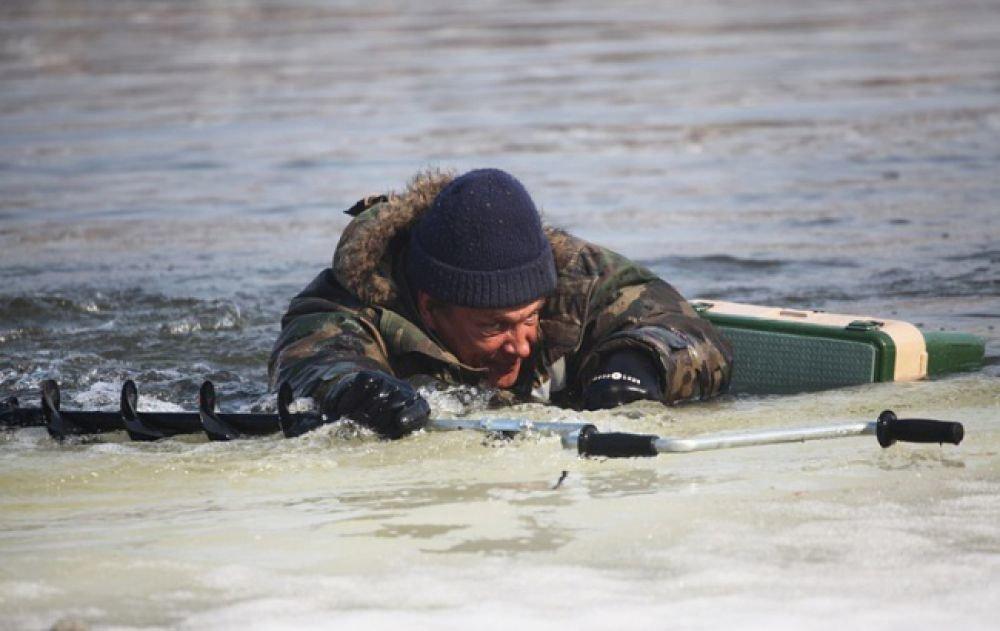 У Монастириську рибалка ледь не потонув у крижаній воді