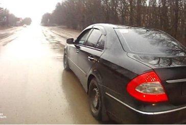 У Тернополі водій «Mercedes» заховав номерні знаки в багажник, аби не вкрали: вже раз платив викуп (ФОТО)