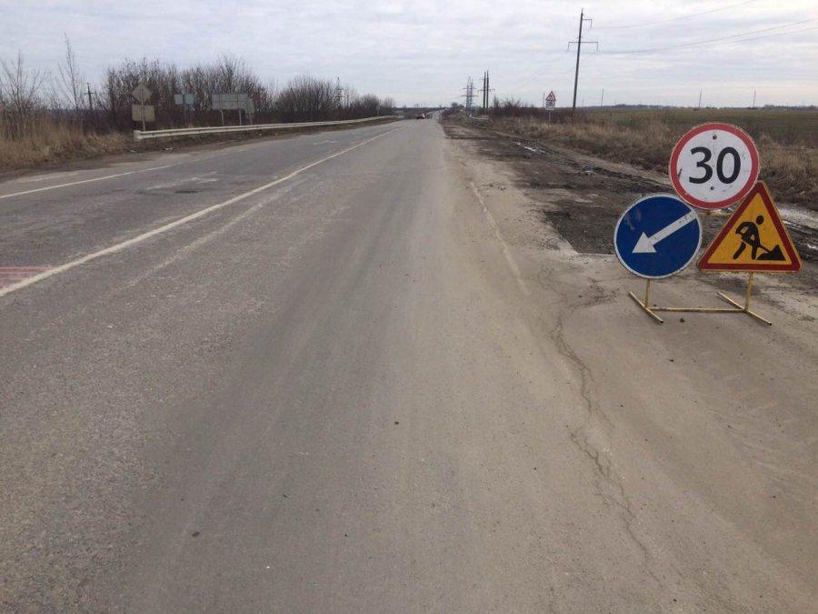 Тернопільські шляховики відновили аварійний ямковий ремонтна головних автодорогах краю (ФОТО)
