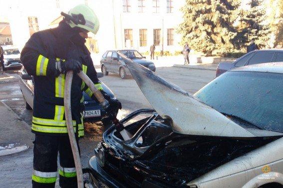 В Івано-Франківській області, під час пожежі автомобіля, отримав опіки 46-річний чоловік