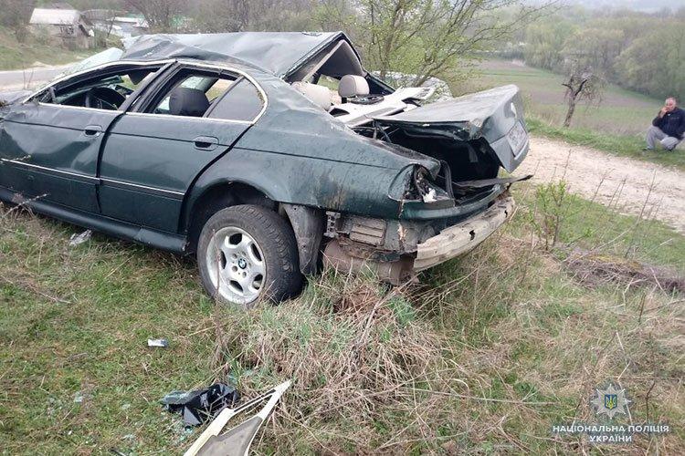 На Тернопільщині власник авто, аби уникнути відповідальності за ДТП, розповів медикам історію про водія-втікача (ФОТО)