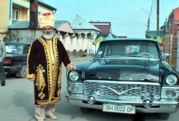 Золотий одяг та купи грошей – як відзначив свій ювілей ромський барон із Закарпаття (ФОТО, ВІДЕО)
